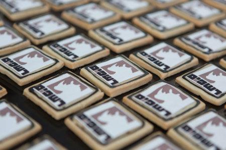 עוגיות ממותגות לארוע חנוכת מפעלדלתות רשפים