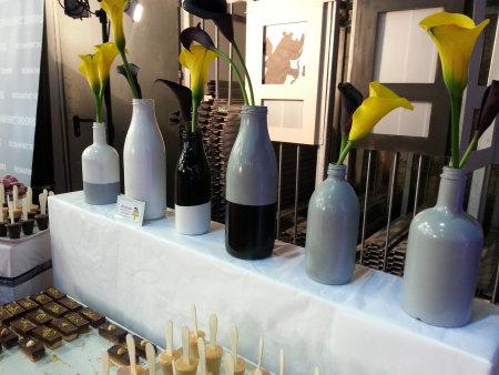 בקבוקים צבועים לקישוט שולחן המתוקים