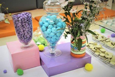שולחן קינוחים בעיצוב צבעוני
