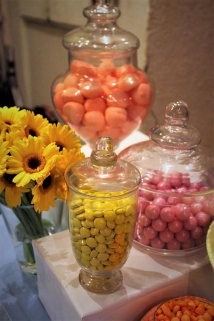 פרחים וממתקים צבעוניים
