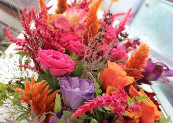 אדנית פרחים צבעוניים