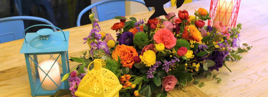 עיצוב מרכז שולחן אביבי ופרחוני