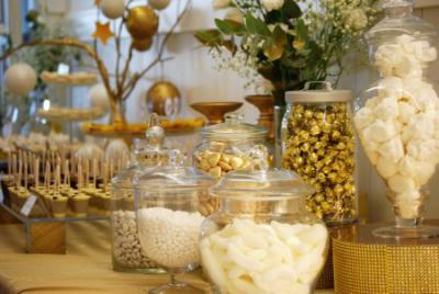 שולחן חגיגי בזהב ולבן