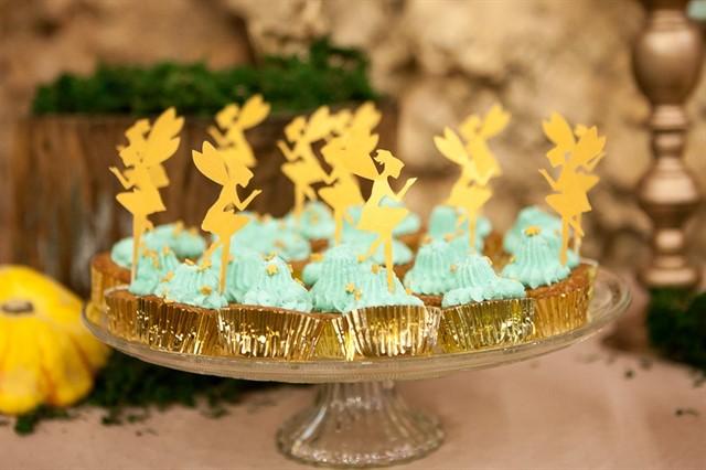 קאפקייקס כחולים עם קישוטי פיות