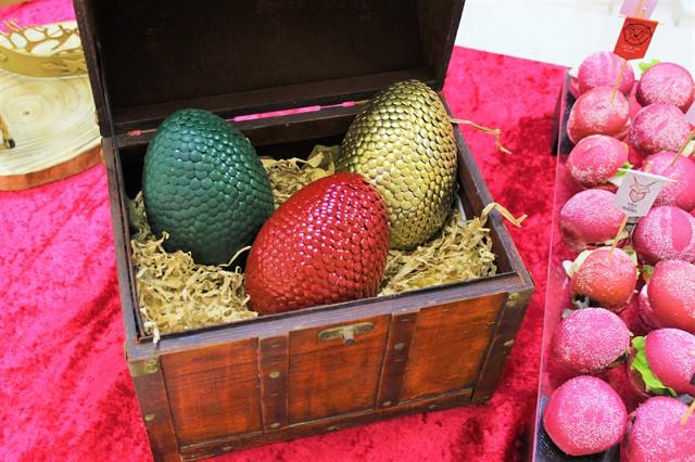 ביצי דרקון בתוך תיבה