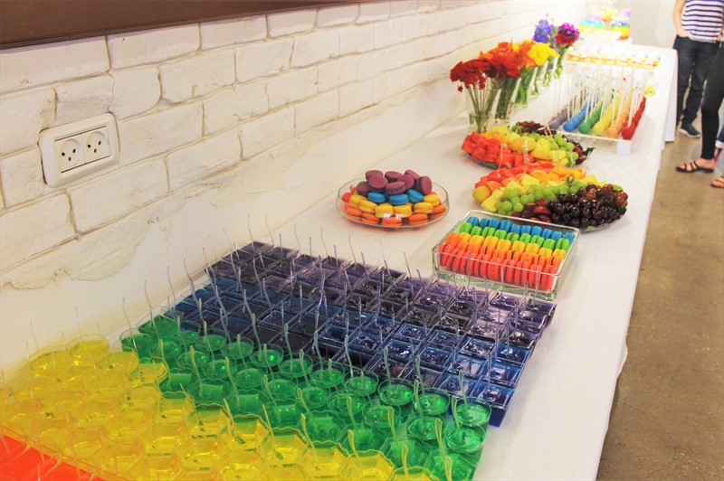 שולחן קינוחים צבעוני