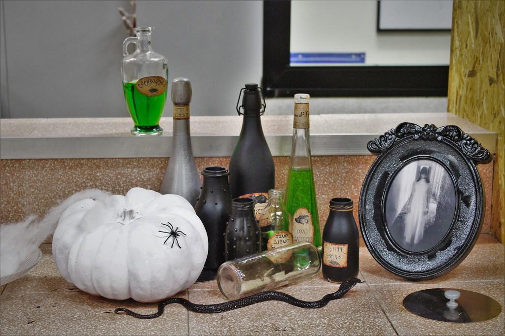 בקבוקי שיקויים ואלמנטים של halloween