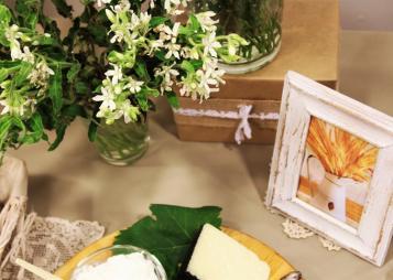 פרחים ומסגרת עם חיטה
