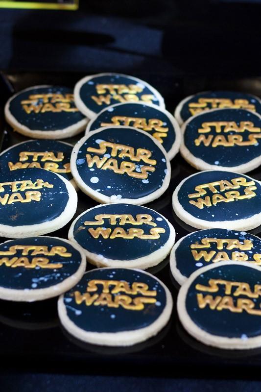 עוגיות עם לוגו מלחמת הכוכבים