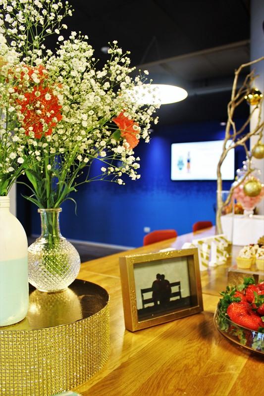 פרחים, מסגרת תמונה ותותים