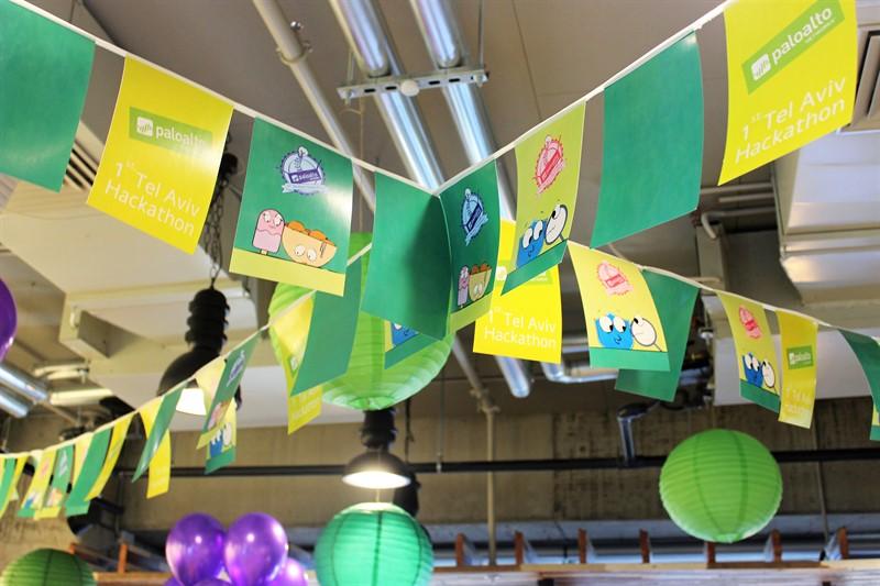 שרשרת דגלונים בצבעי ירוק