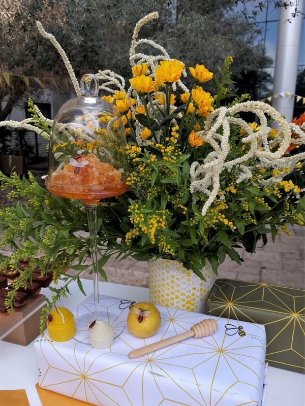 פרחים ואלמנטים של ראש השנה